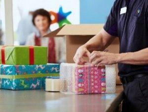 Embalaje de regalos para envío por paquetería